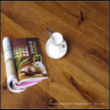 Plancher de chêne machiné (fissures fumé avec l'huile normale)