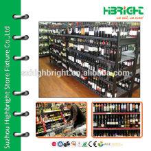 Prateleira de exposição de garrafas de bebidas e metais