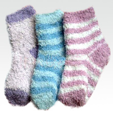 Women′s Striped Fuzzy Red Socks (UB-137)