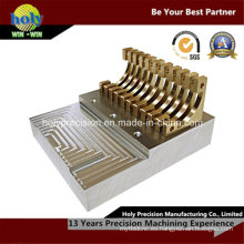 CNC que trabaja a máquina la parte de cobre amarillo compleja para el producto electrónico