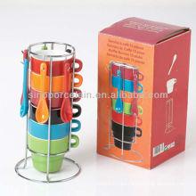 El mejor vendido 110cc seis colores mezcló la taza apilada de cerámica con la cuchara con el estante del metal para BS12052