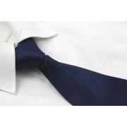 Corbata azul sólido oscuro