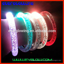 Pulsera con luz led para fiesta de noche.