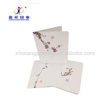 Einfaches Büro unter Verwendung der Gruß-Karten-Papiermaterial-schönen Kunst-Karten