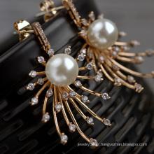 Vente en gros dans Alibaba cadeau d'anniversaire plaqué or en or boucles d'oreille en perles plaqué or en cuivre