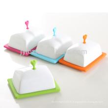 Plat en céramique de beurre de porcelaine de base de nouvelle conception de silicone avec le couvercle de bouton de silicone