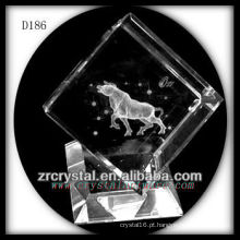 Touro de K9 Laser 3D dentro do cubo de cristal