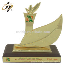 China professional supplier quickly custom design samples bowling awards trophy cup
