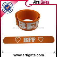 La meilleure qualité bon marché long bracelets de claque de silicone