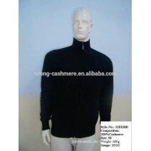 Männer stricken Kaschmir-Pullover