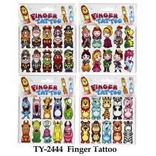 Tatouage drôle des doigts