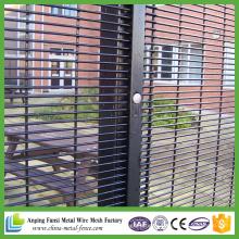358 Clôtures / clôtures pénitentiaires / 358 Clôture de maillage de sécurité
