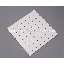 Schalldämpfende perforierte Faserzementplatte
