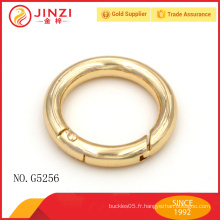 Anneau métallique en alliage de zinc doré délicat