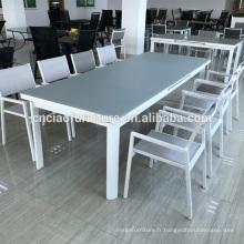 Longue table extensible pour salle à manger extérieure