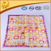 ODM und Soem-kundenspezifischer Entwurf 100% Silk quadratischer Art-Satin-Schal für Fluglinien-Stewardress