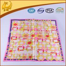 ODM e OEM Custom Design 100% lenço de seda quadrado de cetim de estilo para Airline Stewardress