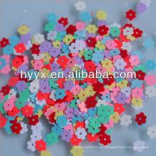 Confeti de flores pequeñas en color sólido