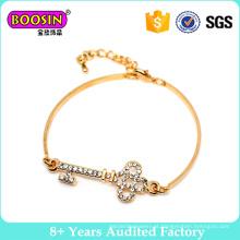 Bracelete ajustável da forma da chave do fio do ouro da liga