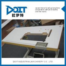 DT0628 sur la table de lit avec des roues