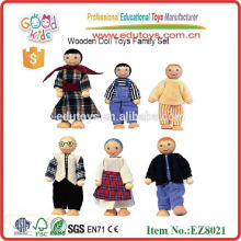 Muñeca de madera de juguete de la familia