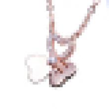 Elegante colar de pingente em forma de borboleta rosa de ouro das mulheres