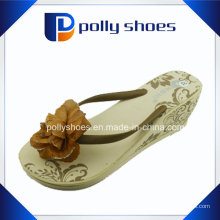 Les sandales de plage de pantoufle de mousse-caoutchouc de plate-forme de sandale de plage de femmes