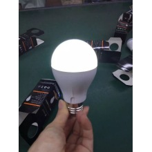 7W Rechargeable Intelligent Emergency LED Bulb Lamp