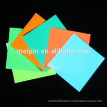 Folha de fluorescência / brilho fotoluminescente nos produtos escuros