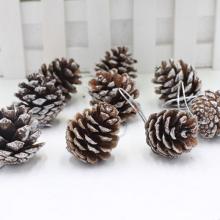 Décoration de Noël environnementale en gros Cône de pin en bois Hang Decoration