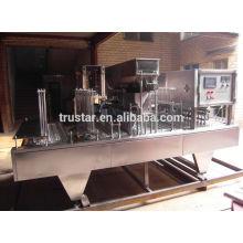Enchimento do copo e máquina da selagem