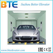 Espaço grande e elevador do carro da carga com portas opostas