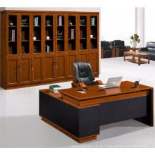 Chefe do escritório usar mesa de computador de escritório de mesa de computador de escritório de madeira
