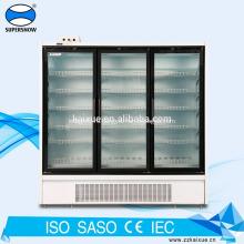 Вставьте компрессор в морозильную камеру с 3 стеклянными дверцами