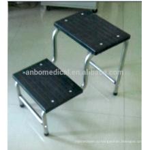 Прочная скамеечка на 2 уровня с твердой поверхностью