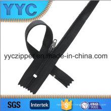Fermeture en nylon à 3 # C / E avec fer à repasser et bouchon inférieur