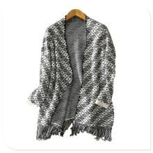 Abrigo de punto grueso de la capa de la cachemira de la fábrica de la ropa de la mujer con el tesoro inferior