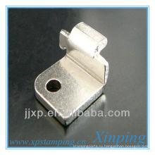Маленькие фиксирующие плоские тисненые металлические крючки