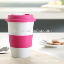 tazas y tazas de cerámica con tapa y banda de silicona