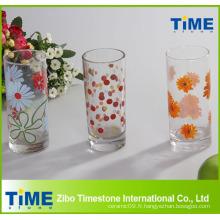 Gobelet en verre décalé décoré