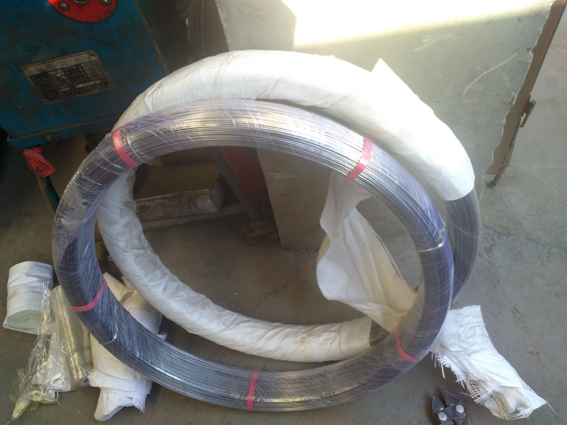 Oval steel wire