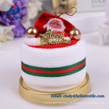Pastel de toalla de Navidad en caja de santa claus