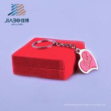 Échantillon gratuit émail coeur forme argent en relief personnalisé Keychain pendentif