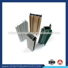 Perfil de alumínio para partição no escritório usando