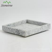 Elegante bandeja de mármol natural carrara con diseño popular.