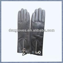 Кожаные перчатки с молнией черный цвет