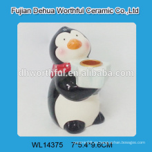 Sostenedor de vela de cerámica hecho a mano con el diseño del pingüino