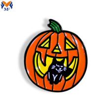 Broche émail logo citrouille chat noir personnalisé