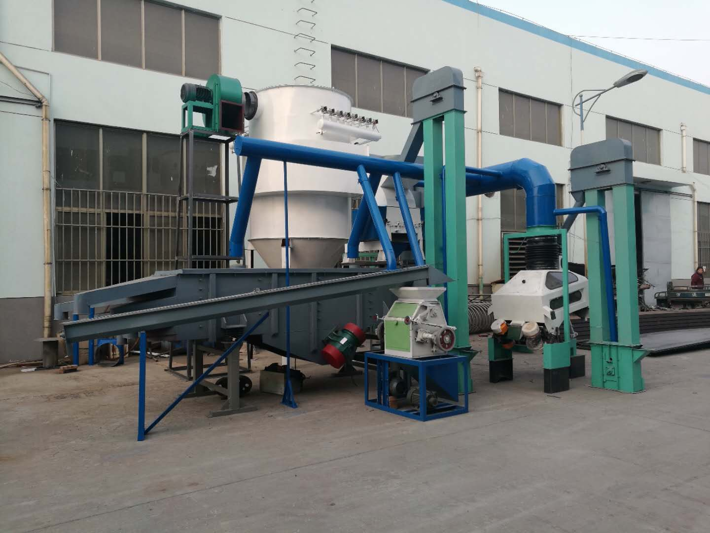 Activated carbon crushing and screening equipment