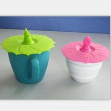 Керамическая чашка кофе с силиконовой крышкой и ковриком